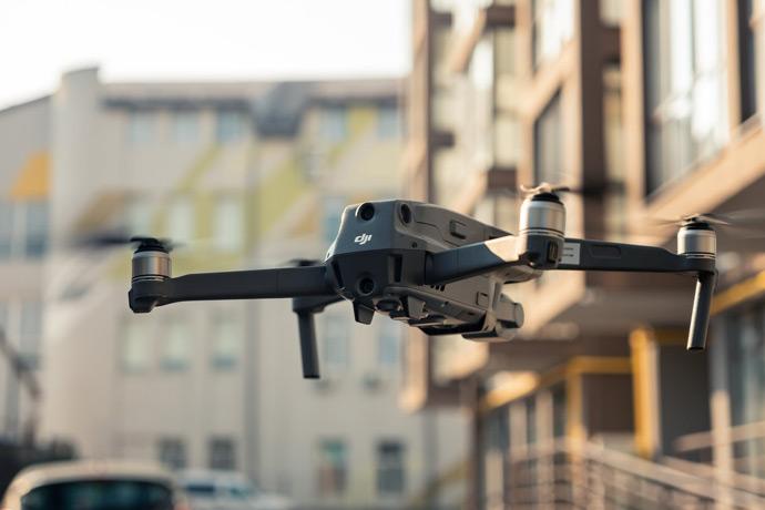 Questa immagine ha l'attributo alt vuoto; il nome del file è riprese-con-drone-3.jpg