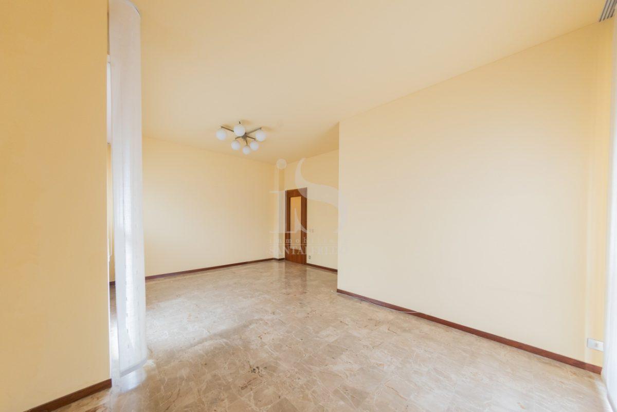 -vendita-8-soggiorno-2259802.jpg