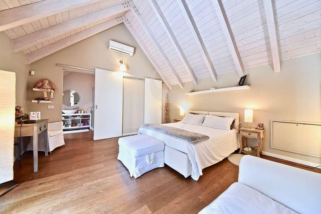 sodalizio-di-forme-e-colori-per-una-dimora-di-pregio-vendita-17-camera-da-letto-2220921.jpg