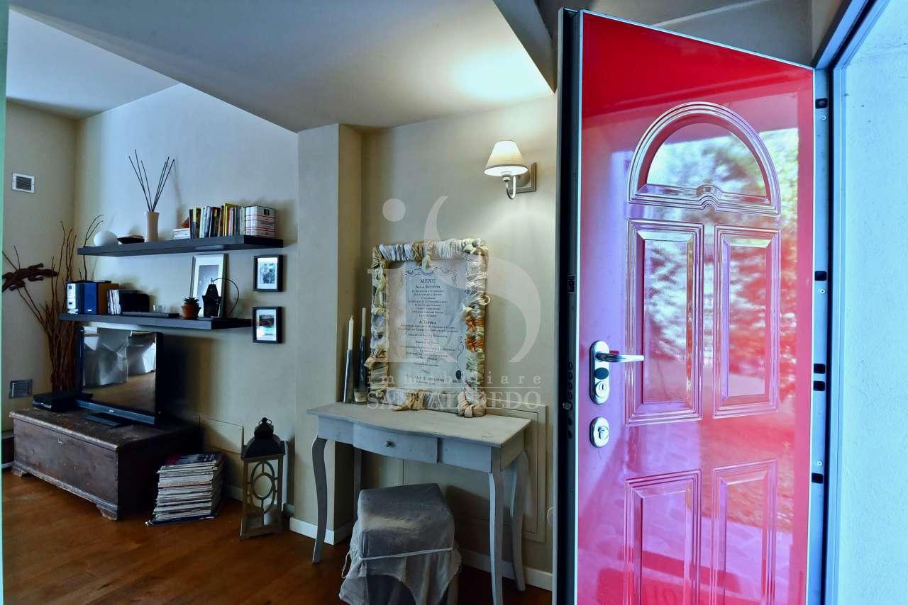sodalizio-di-forme-e-colori-per-una-dimora-di-pregio-vendita-31-ingresso-2220921.jpg