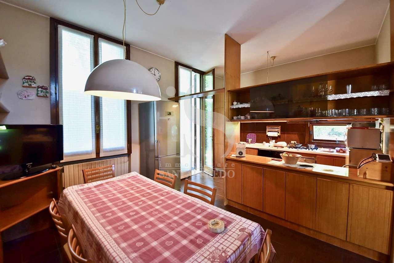 sodalizio-di-forme-e-colori-per-una-dimora-di-pregio-vendita-37-cucina-2220921.jpg