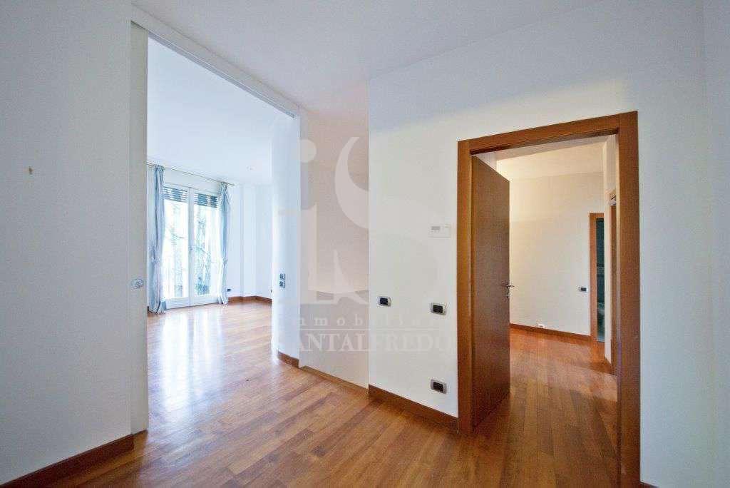 villa-singola-con-parco-privato-vendita-10-corridoio-2052693.jpg