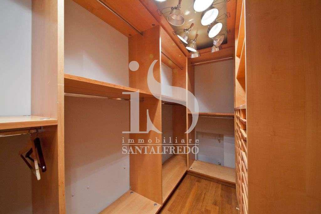 villa-singola-con-parco-privato-vendita-14-cabina-armadio-2052693.jpg