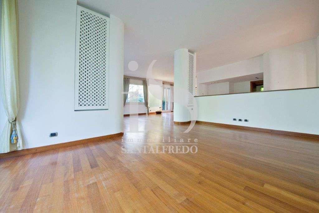 villa-singola-con-parco-privato-vendita-2-sala-2052693.jpg
