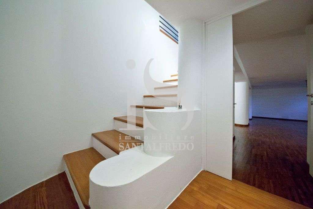 villa-singola-con-parco-privato-vendita-20-scala-2052693.jpg