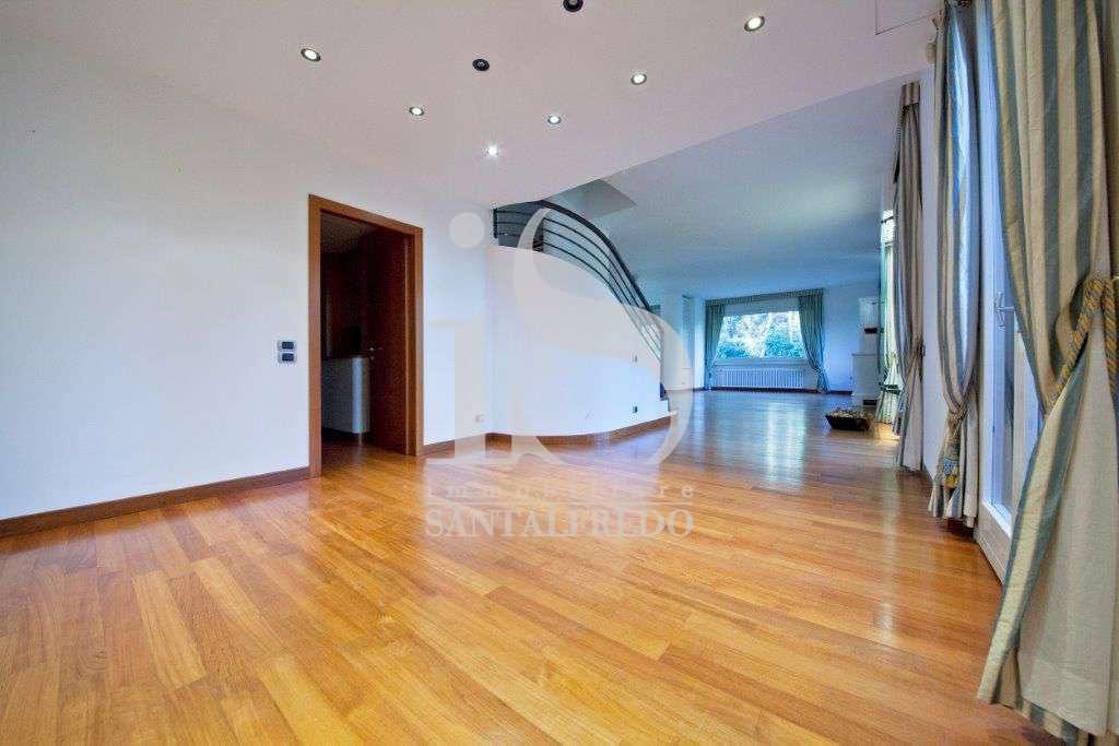 villa-singola-con-parco-privato-vendita-5-sala-2052693.jpg
