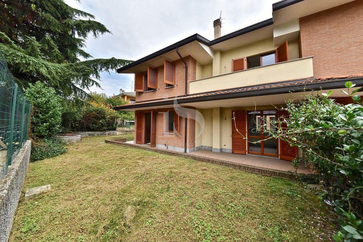 vimercate-nuova-villa-bifamiliare-pronta-consegna-vendita-1-facciata–2206978.jpg